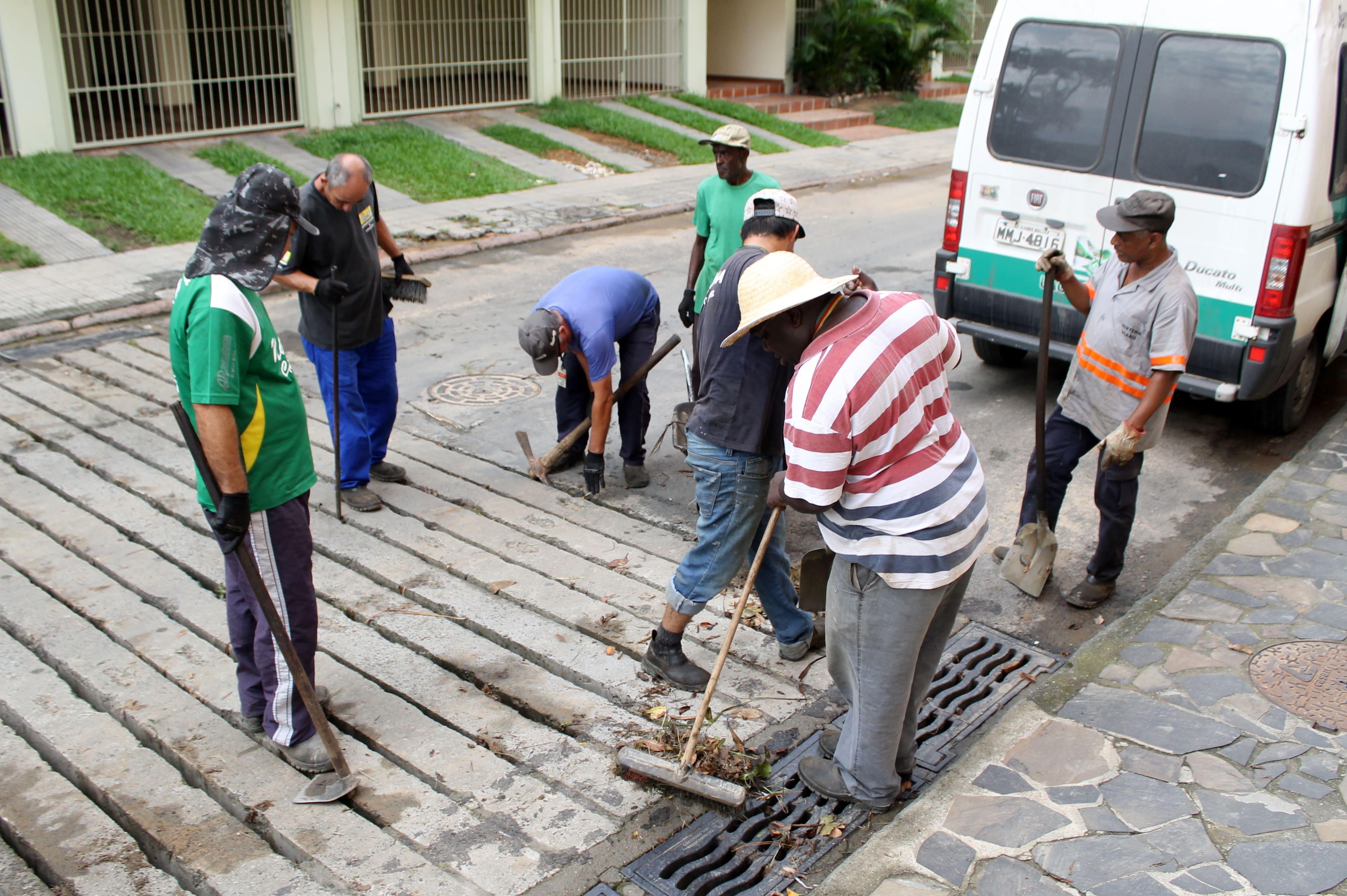 Prefeitura Municipal de Criciúma - Limpeza de bocas de lobo e rios é intensificada em Criciúma