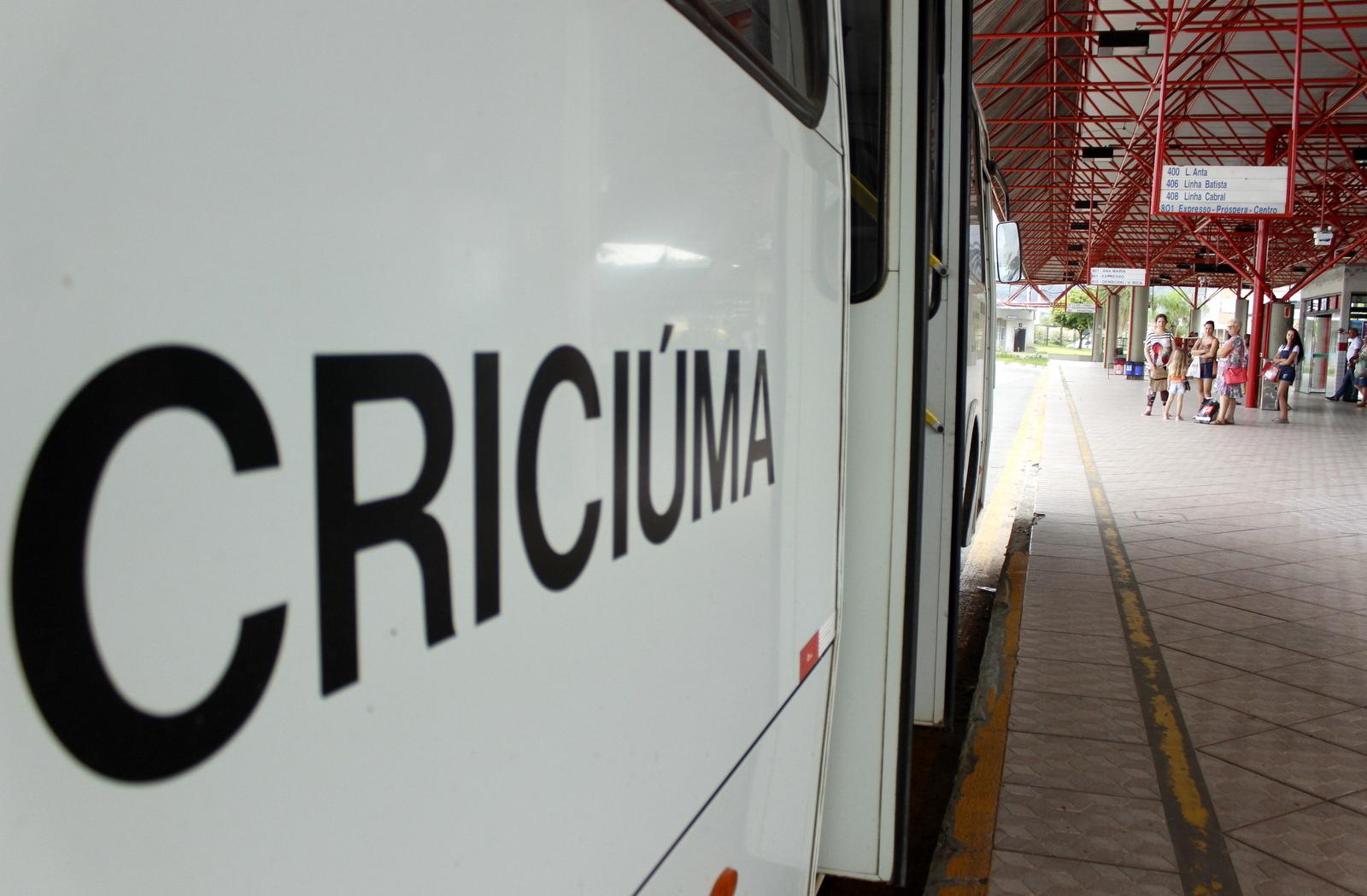 Horários de ônibus são alterados para prolongar atendimento à população