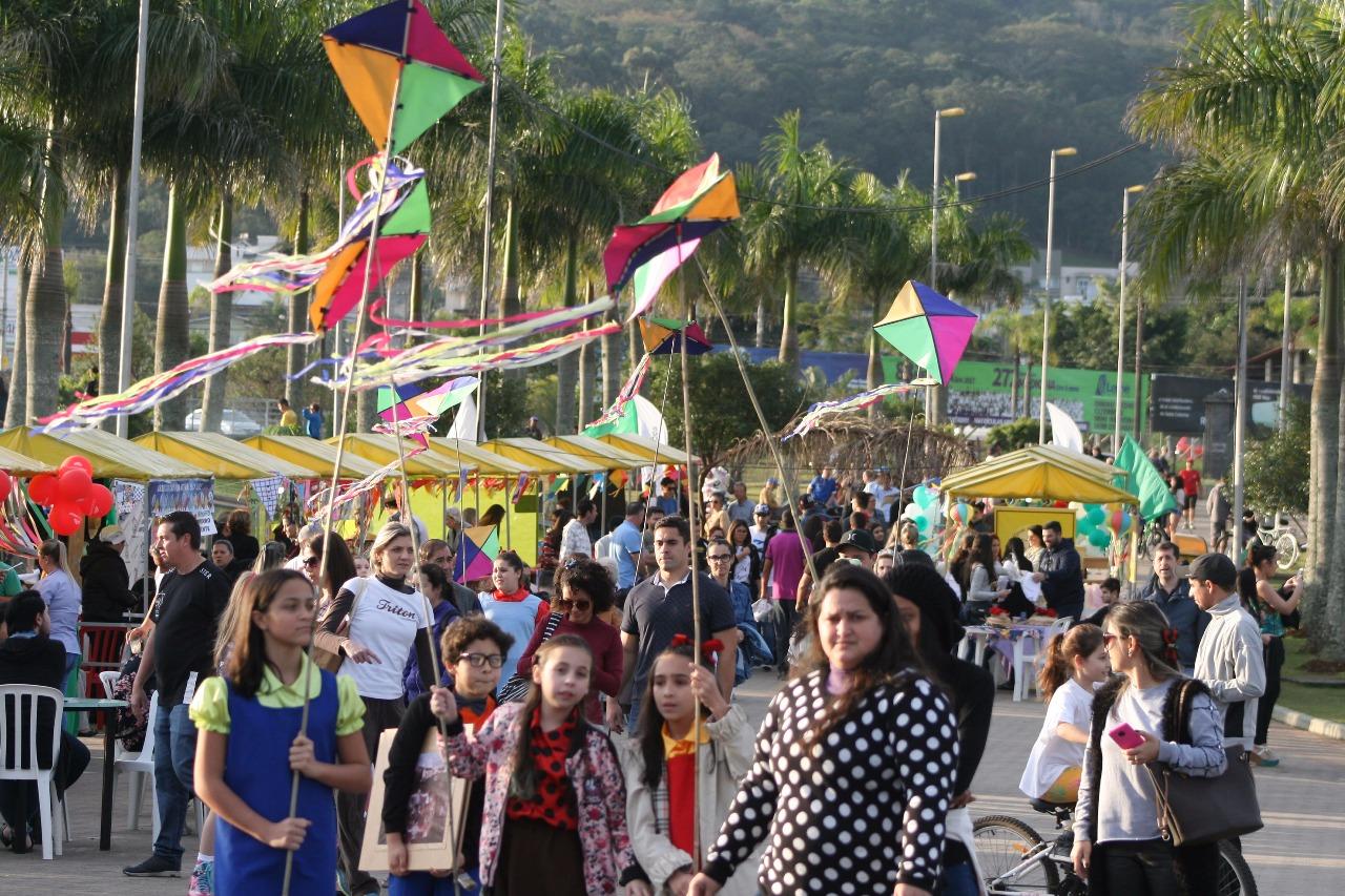 Prefeitura Municipal de Criciúma - Parque das Nações recebe V Festival de Pipas e Pandorgas