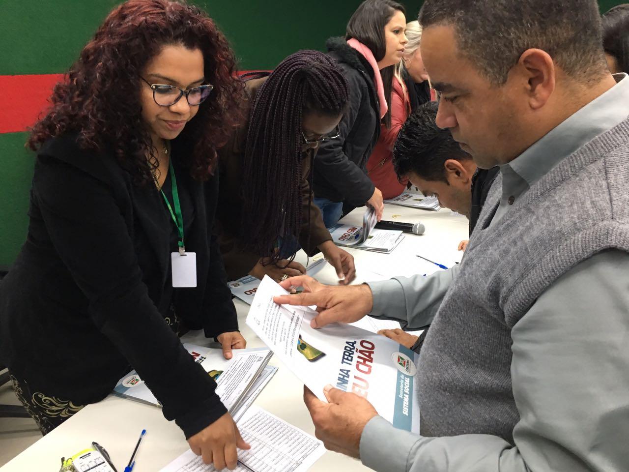Prefeitura Municipal de Criciúma - Prefeitura entrega escrituras de imóveis a 78 famílias de Criciúma