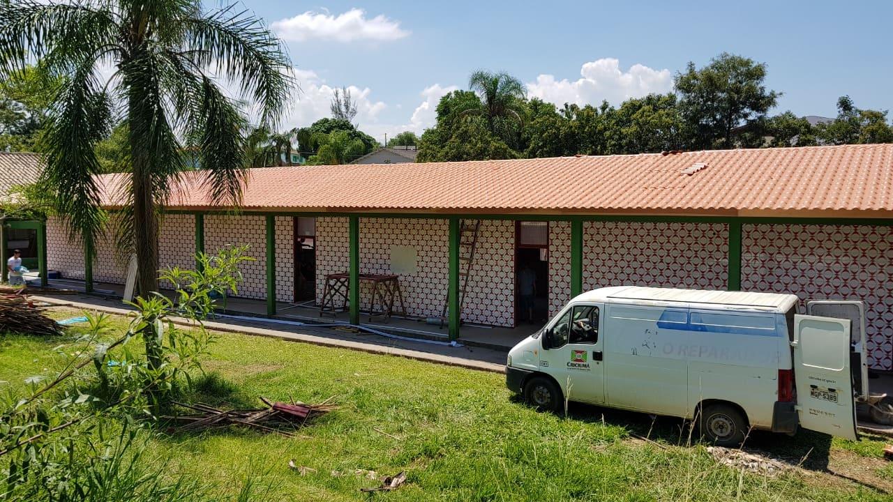 Há 11 dias do início do ano letivo, obras avançam na escola Luiz Lazzarin