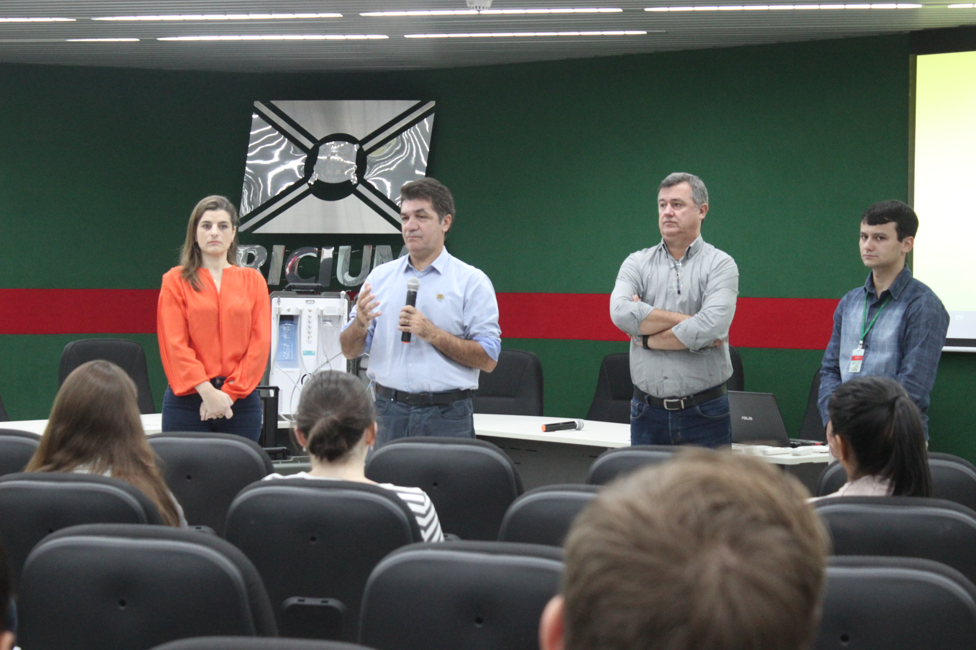 Prefeitura Municipal de Criciúma - Secretaria de Saúde entrega R$ 90 mil em materiais odontológicos