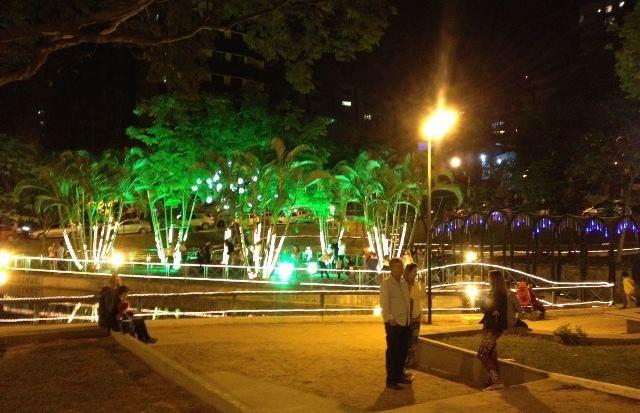 natal_luz_reune_centenas_de_pessoas_na_praca_do_congresso_1065831.jpg